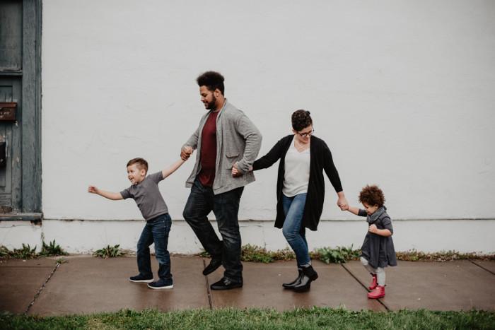 The family العائلة